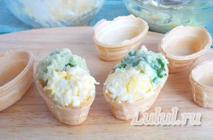 вафельные лодочки с авокадо и семгой