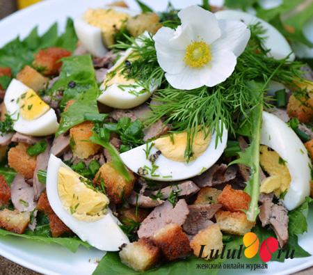 Весенний салат из листьев одуванчика и куриной печени рецепт с фото