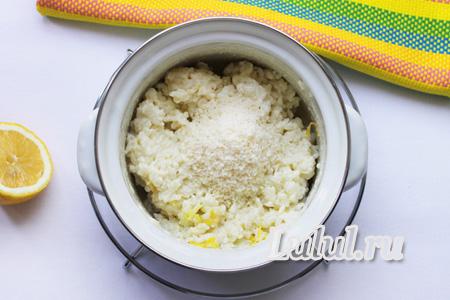 Рисовая молочная каша с клубникой для ребенка