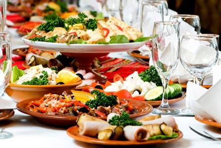 Новогодние блюда 2017 года на праздничном столе в год Петуха