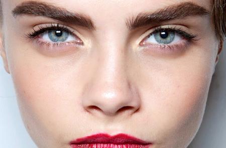 Красные брови, причины покраснения, уход и лечение