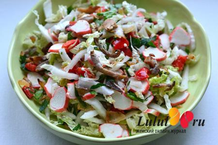 Салат из пекинской капусты, крабовыми палочками и вешенками