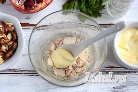 Веррин с курицей, орехами и гранатом - салат в прозрачном стакане
