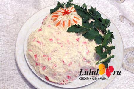 Слоеный салат с крабовыми палочками рецепт с фото