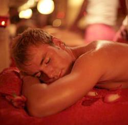 Эротический массаж любимому парню как прелюдия к сексу