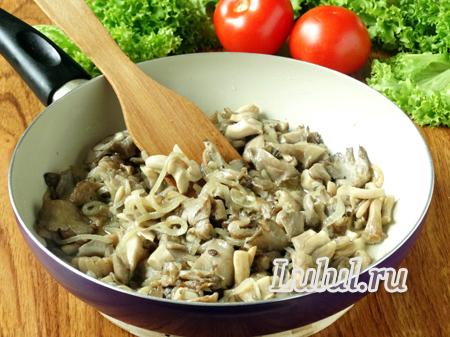 Куриные окорочка с грибами, сыром и помидорами фото
