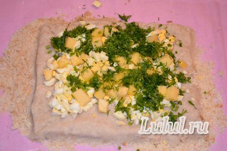 Рыбный рулет с начинкой из яиц и сыра на сковороде рецепт с фото