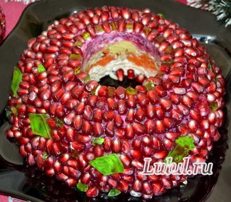 Салат «Гранатовый браслет» с курицей и орехами пошаговый рецепт с фото