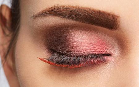 Красная тушь и красные ресницы в макияже