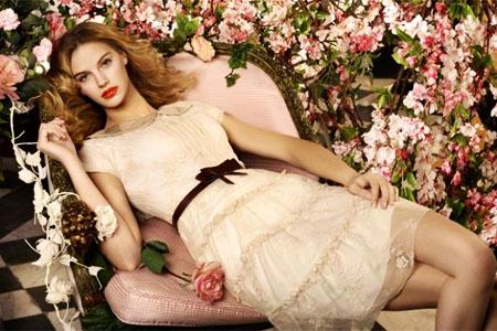 романтический стиль в одежде женщины